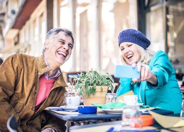 Senior paar in restaurant