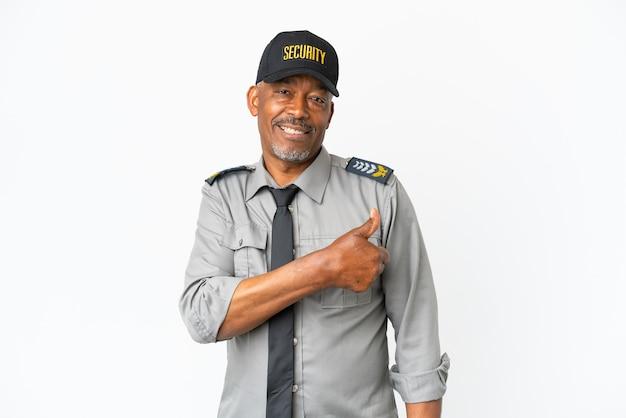 Senior personeel man geïsoleerd op een witte achtergrond met een duim omhoog gebaar