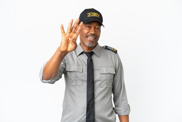 Senior staf man geïsoleerd op een witte achtergrond gelukkig en tellen vier met vingers