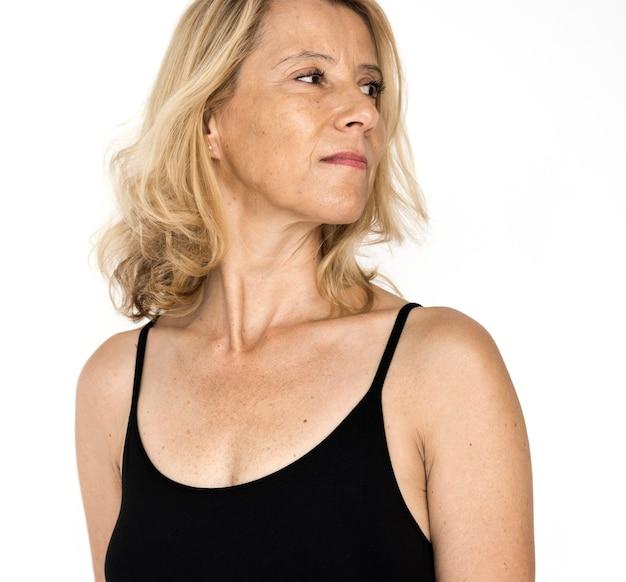 Senior volwassen vrouw glimlachend geluk lingerie studio portret