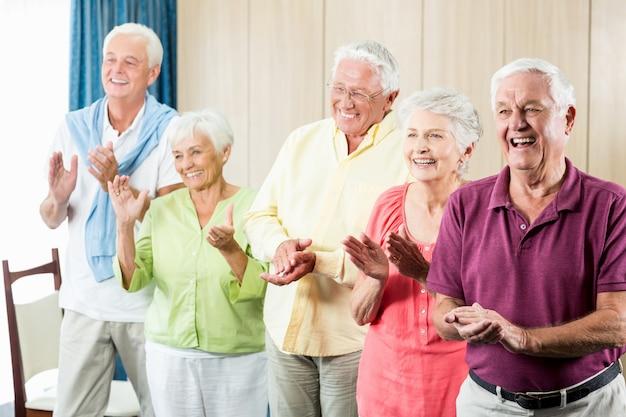 Senioren handen klappen
