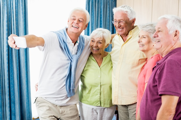 Senioren nemen een selfie