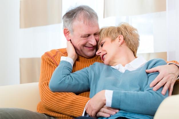 Senioren thuis nog steeds verliefd na al die jaren
