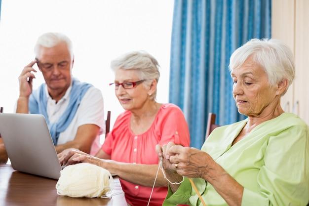 Senioren tijd samen doorbrengen
