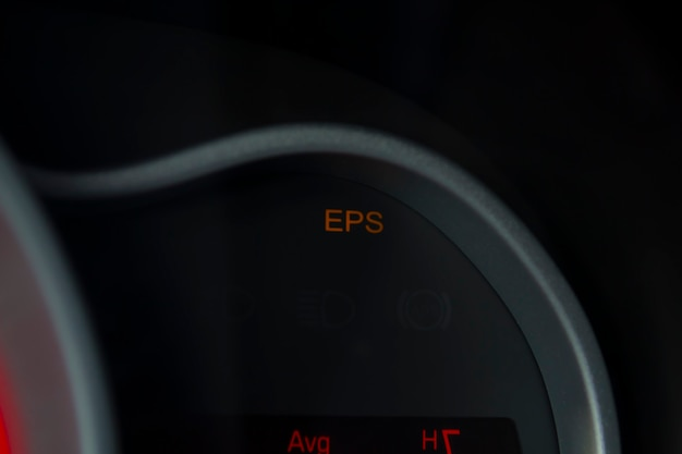 Sensoren op het dashboard van het voertuig die een defecte stuurkolom-eps-bestuurder aangeven, wees voorzichtig