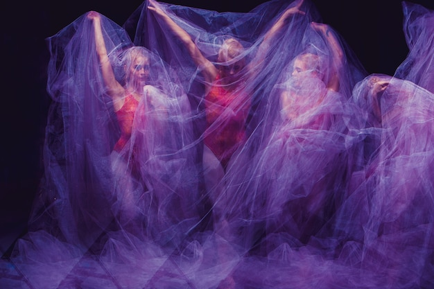 Sensuele en emotionele dans van prachtige ballerina door de sluier