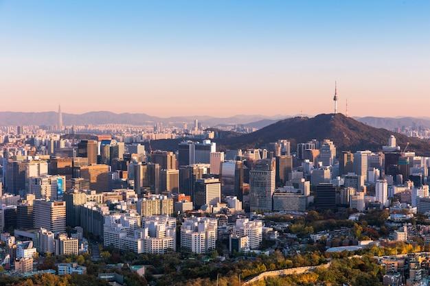 Seoul city skyline en seoul tower zuid-korea
