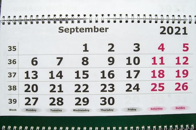 September 2021, close-up wandkalender, pagina met werkdagen en weekenden.