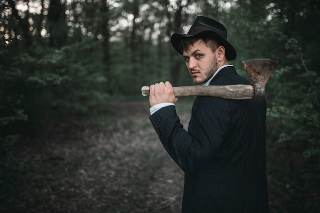 Seriemoordenaar met een bijl, bloedige maniak