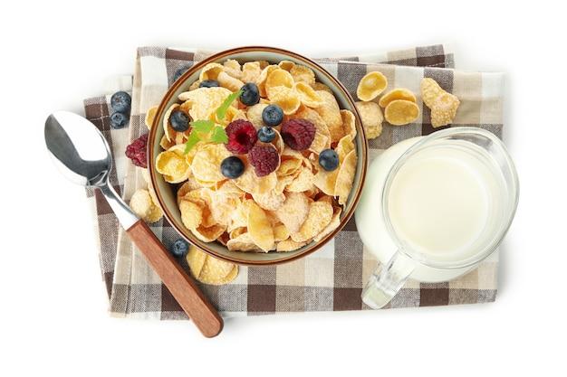 Servet met melk, muesli en lepel geïsoleerd op een witte achtergrond