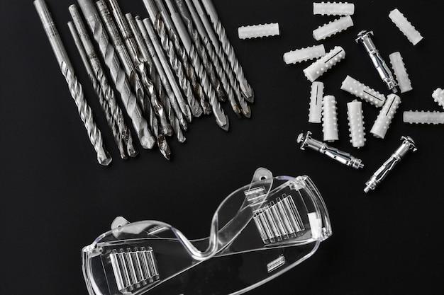 Set boorders, ankerbouten en pluggen. professioneel instrument, bouwgereedschap, boorgereedschap, keramiek- en betonboren