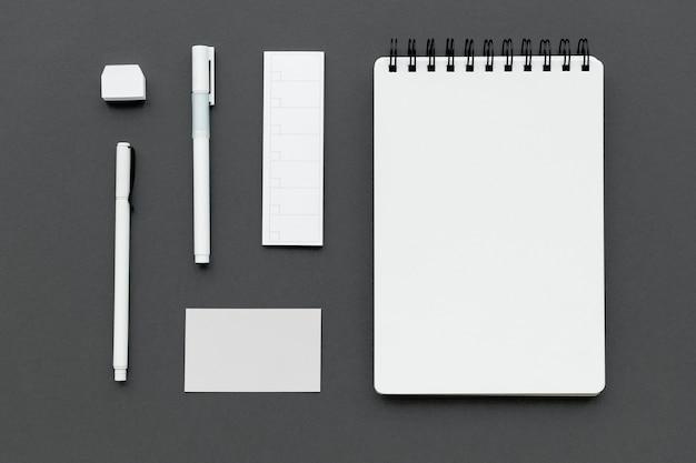 Set briefpapier op werkruimte
