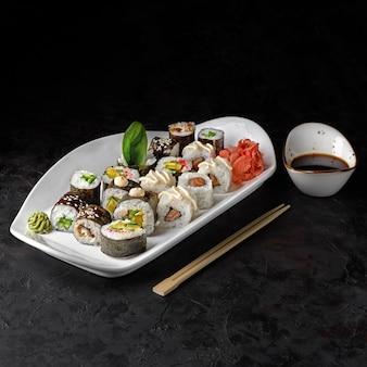 Set classic rolls - maki met paling, zalm, komkommer en groenterol futo maki