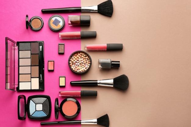 Set cosmetica en accessoires op beige en roze