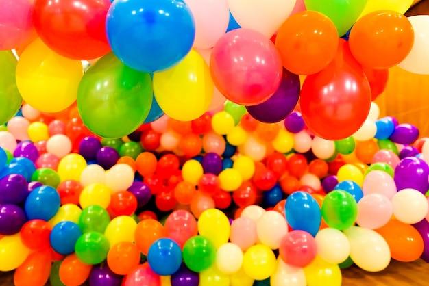 Set gekleurde ballonnen voor feesten en ronde bruiloften