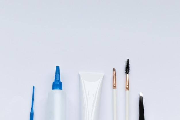 Set gereedschappen voor wenkbrauwverven en -correctie