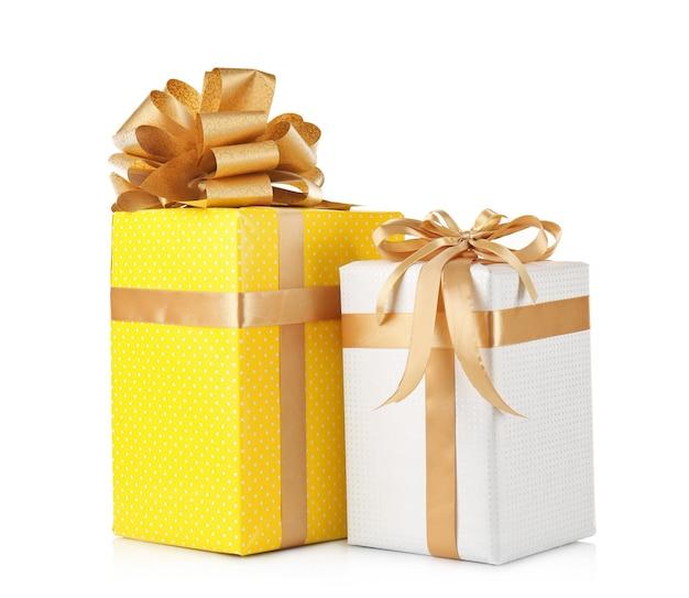 Set geschenkdozen geïsoleerd op wit