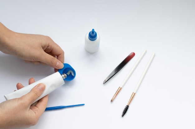 Set hulpmiddelen voor wenkbrauwverven en -correctie, meestershanden