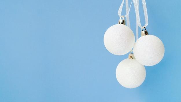 Set kerstballen met kopie ruimte