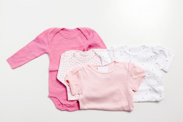 Set kleding en items voor een baby