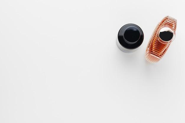 Set luxe parfumflesjes. geïsoleerd op wit