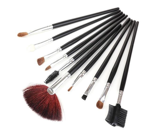 Set make-up kwasten geïsoleerd op wit