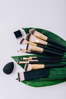 Set make-upborstels op witte stof
