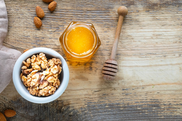 Set producten om het immuunsysteem te versterken. honing, noten, om de immuniteit te versterken. bovenaanzicht. kopieer ruimte