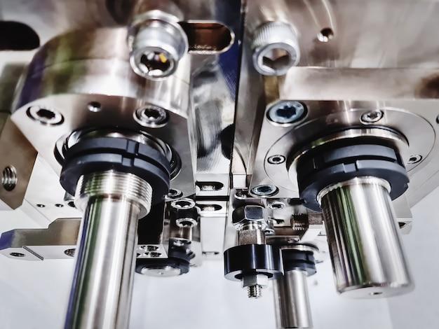 Set rollen en roestvrijstalen assen op geautomatiseerde machine met selectieve aandacht