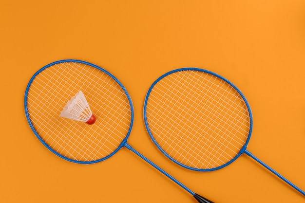 Set shuttle en twee badmintonrackets