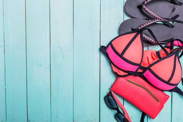 Set strandkleren. roze bikini