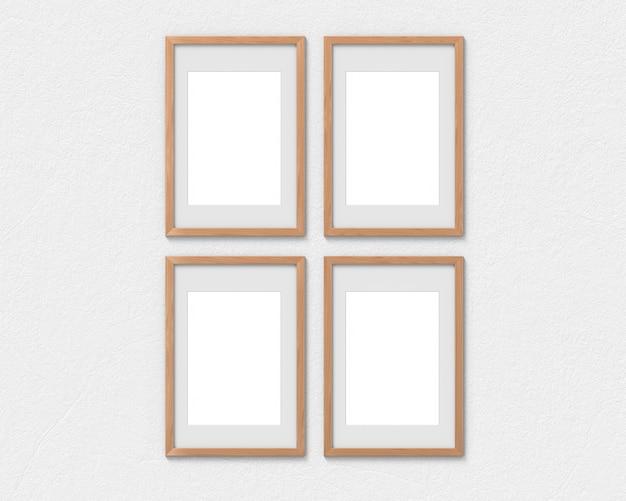 Set van 4 verticale houten frames mockup met een rand die aan de muur hangt