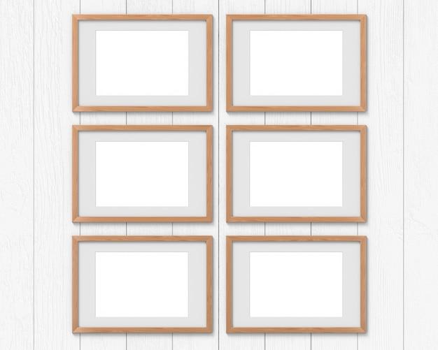 Set van 6 horizontale houten lijsten met aan de muur een rand.