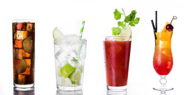 Set van alcoholische dranken op wit