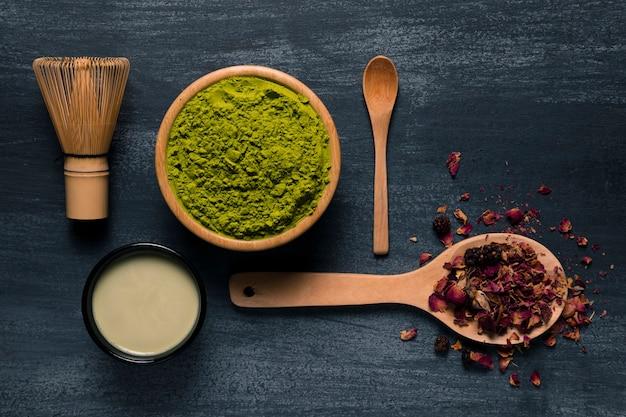 Set van aziatische thee matcha gebruiksvoorwerpen