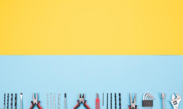 Set van bouwpakket op geel-blauwe achtergrond