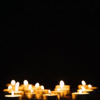 Set van brandende kaarsen