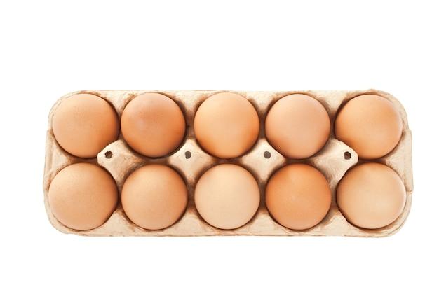 Set van bruine eieren geïsoleerd op de witte achtergrond