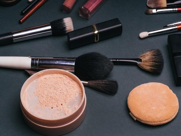 Set van cosmetica voor gezichts- en oogmake-up