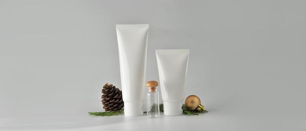 Set van cosmetische producten op witte achtergrond. cosmeticepakket mock-up verzameling