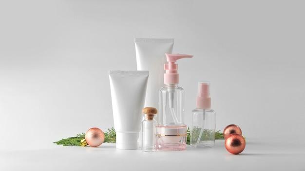 Set van cosmetische producten op witte achtergrond. cosmeticepakket mock-up verzameling.