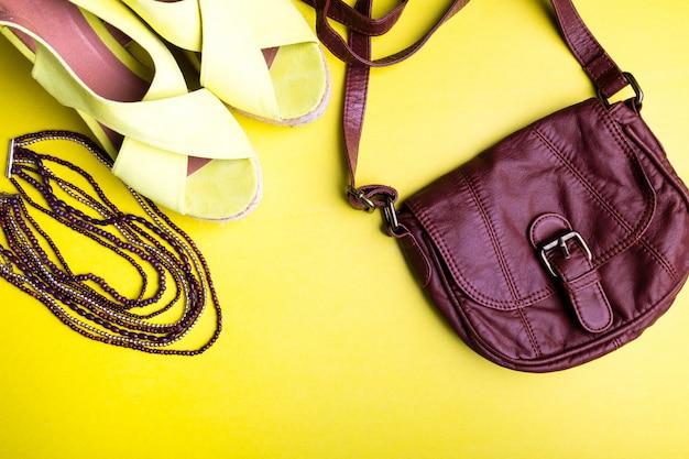 Set van dingen van de vrouw accessoires voor het zomerseizoen