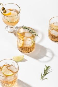 Set van dranken met effen achtergrond