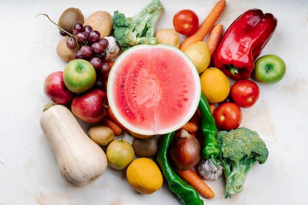 Set van fruit met watermeloen in het midden
