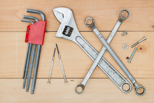 Set van gereedschapsbouw op hout
