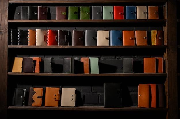 Set van handgemaakte lederen portemonnee