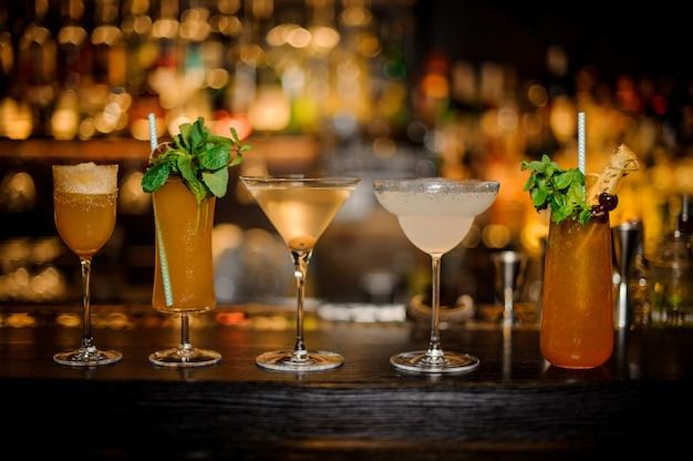 Set van klassieke cocktails, margarita en cobras fang