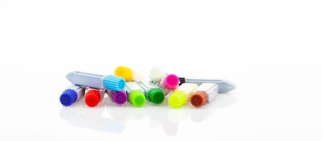 Set van kleurrijke kleur verf in plastic buis voor aquarel