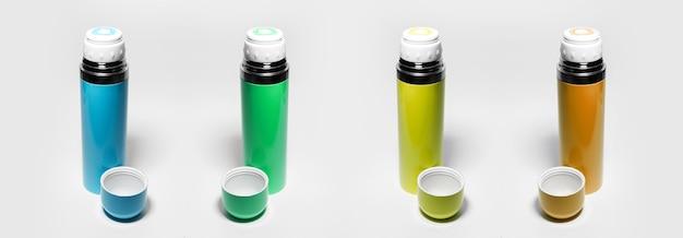 Set van kleurrijke thermos geïsoleerd op wit