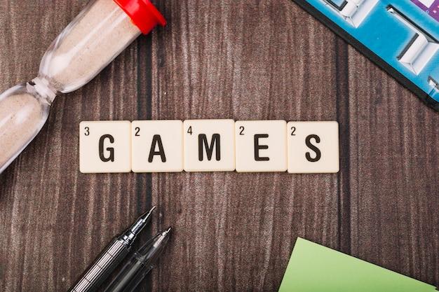 Set van kubussen met games titel